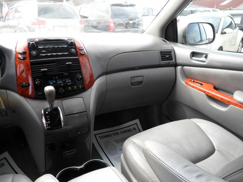 Toyota Sienna 2007 price $4,900
