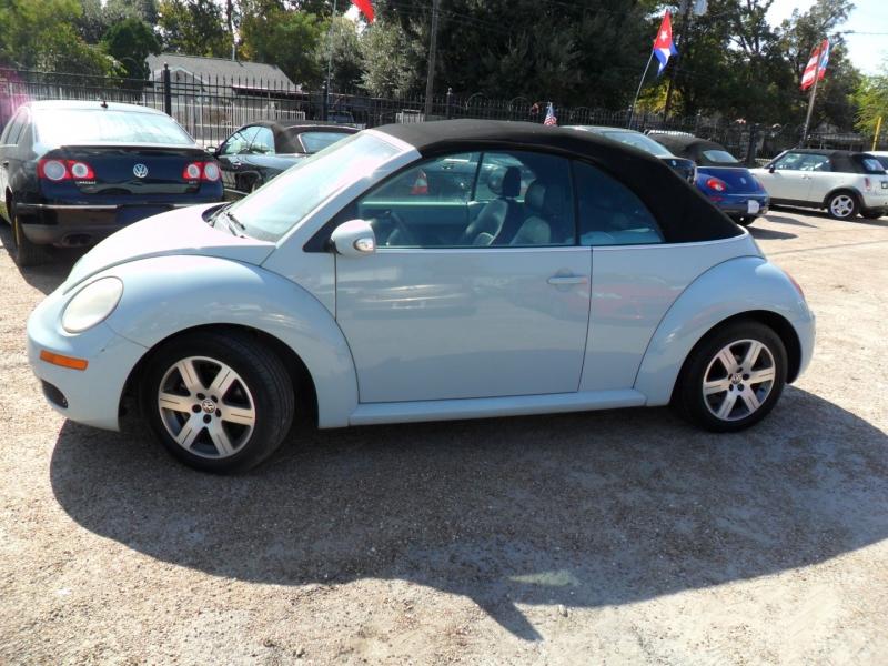 Volkswagen New Beetle Convertible 2006 price $3,999