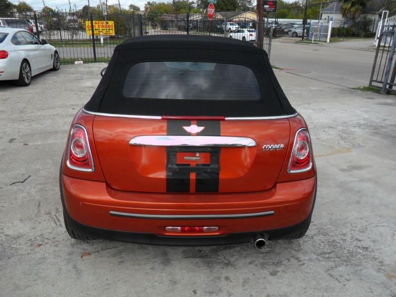 Mini Cooper Convertible 2011 price $5,600