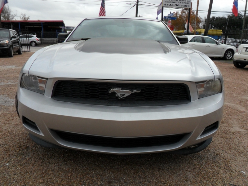 Ford Mustang 2011 price $7,800