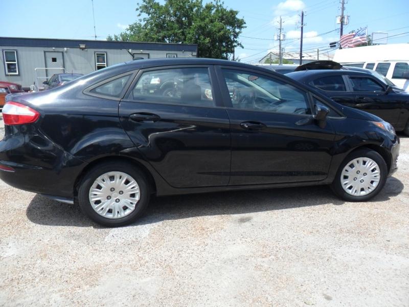 Ford Fiesta 2014 price $5,200