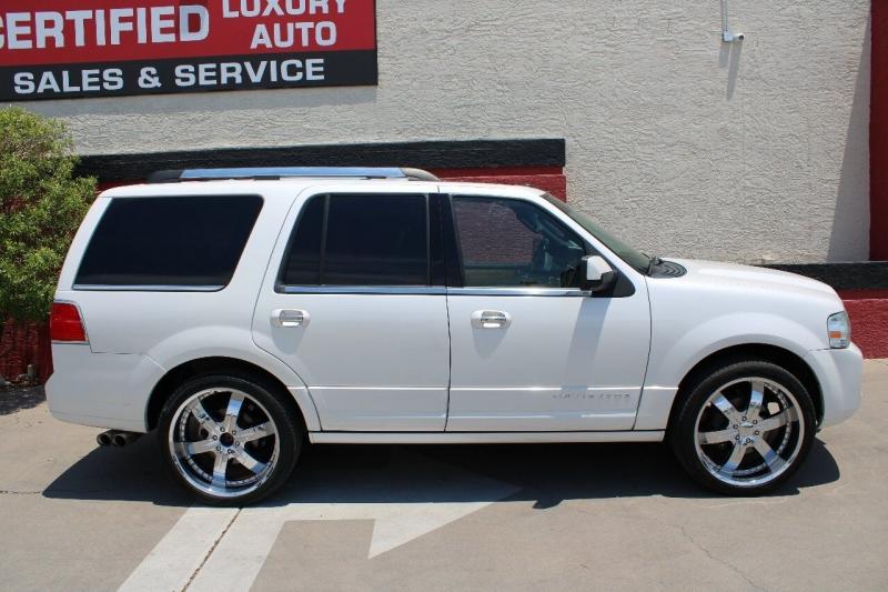 Lincoln Navigator 2011 price $17,995