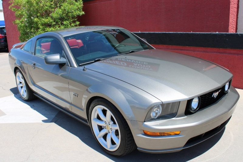 Ford Mustang 2005 price $15,995