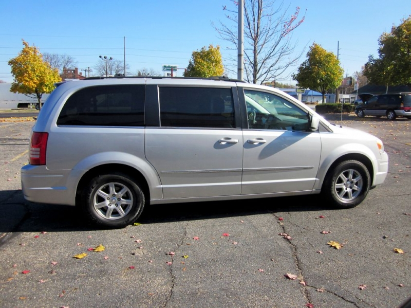 CHRYSLER TOWN & COUNTRY 2010 price $5,999