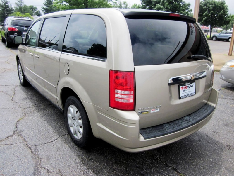 CHRYSLER TOWN & COUNTRY 2009 price $4,999