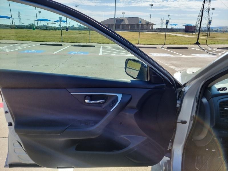 Nissan Altima 2017 price $13,999