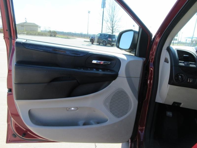 Dodge Grand Caravan 2014 price $8,499