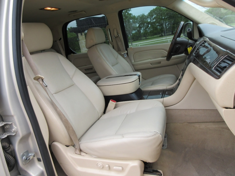 Cadillac Escalade 2007 price $13,999