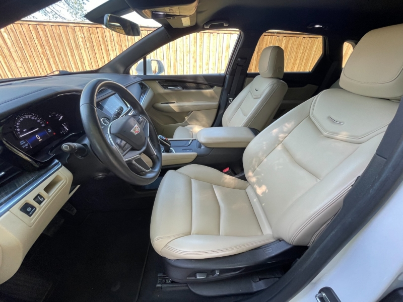 Cadillac XT5 2017 price $23,499