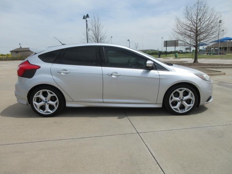 Ford Focus 2013 price $14,599