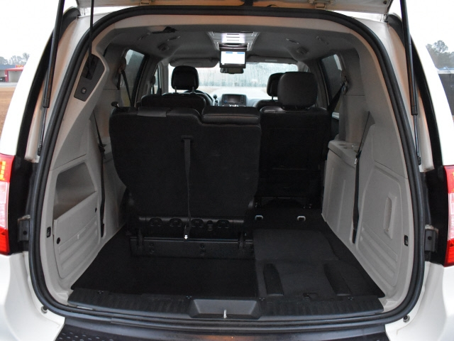 Chrysler Town & Country 2012 price $6,995