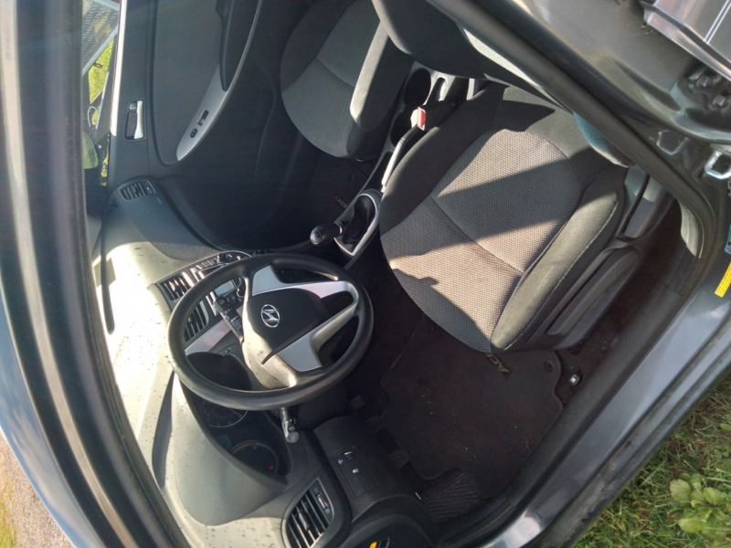 Hyundai Accent 2012 price $2,750