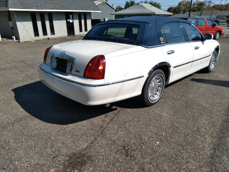Lincoln Town Car 1998 price $6,900