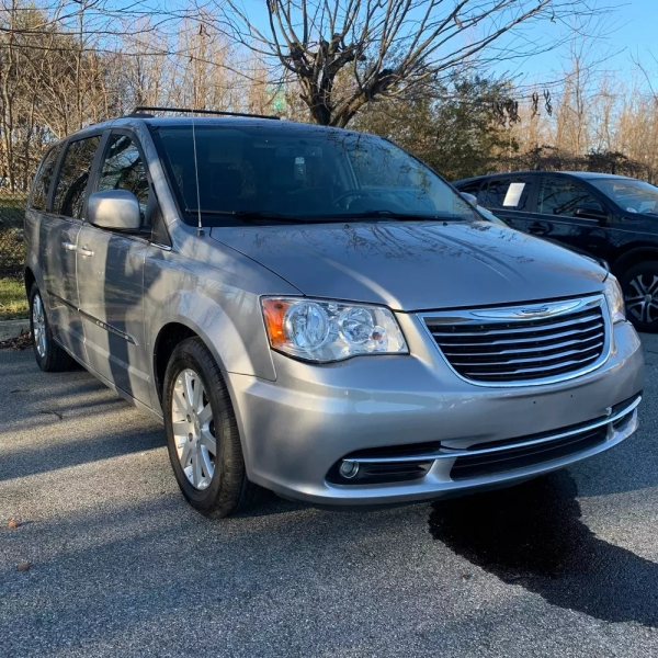Chrysler Town & Country 2013 price $6,700