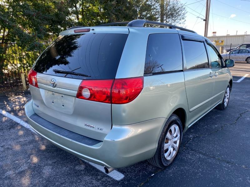 Toyota Sienna 2009 price $6,980