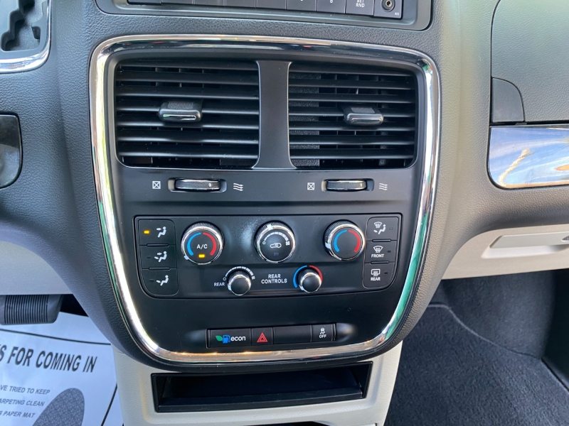 Dodge Grand Caravan 2016 price $12,980