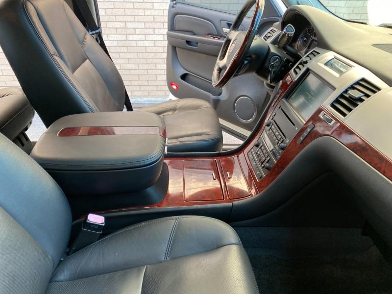 Cadillac Escalade 2007 price $14,980
