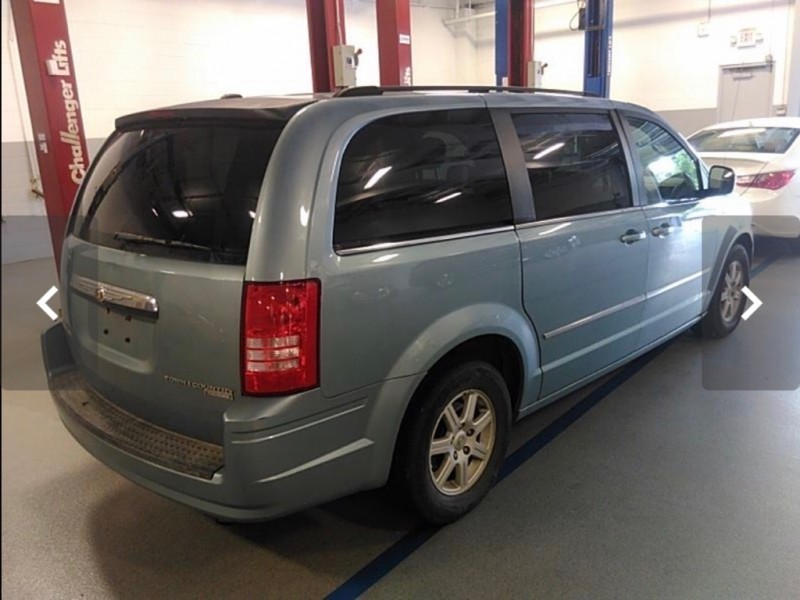 CHRYSLER TOWN AND COUNTR 2010 price $5,999