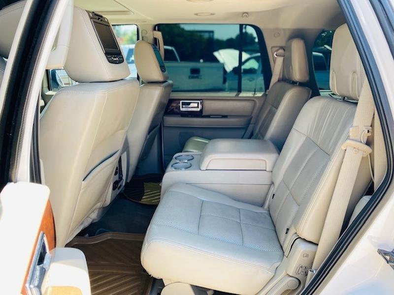 Lincoln Navigator 2014 price $19,950