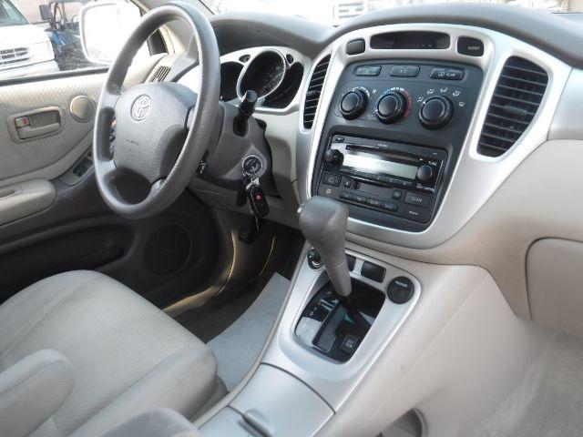 Toyota Highlander 2005 price $6,999