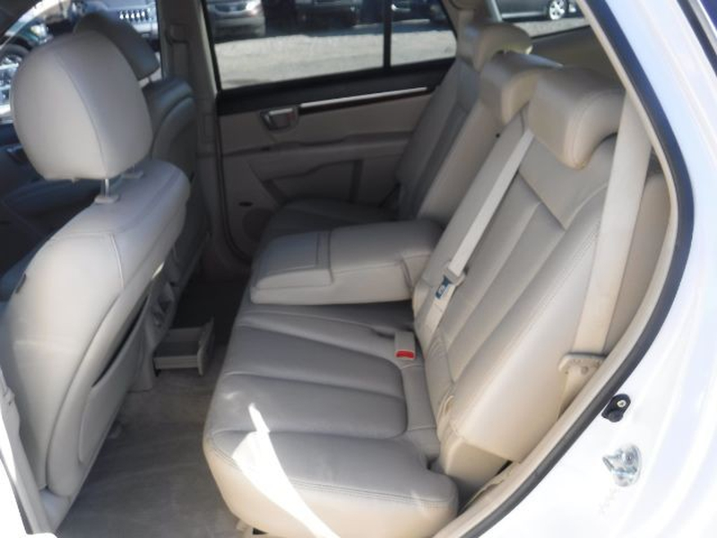 Hyundai Santa Fe 2009 price $6,555