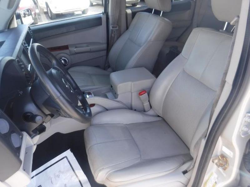 Jeep Commander 2007 price $8,000