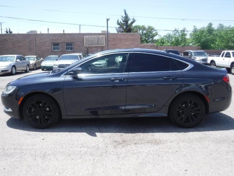 Chrysler 200 2016 price $16,555