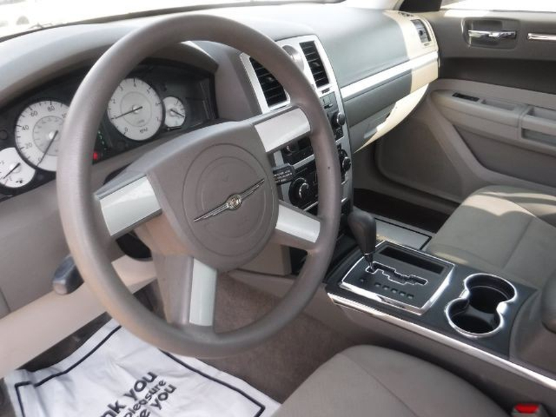 Chrysler 300 2010 price $10,333