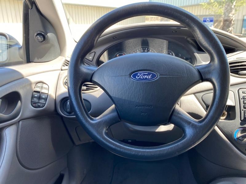 Ford Focus 2003 price $3,900