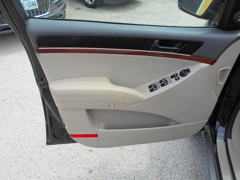 Hyundai Veracruz 2011 price $12,950