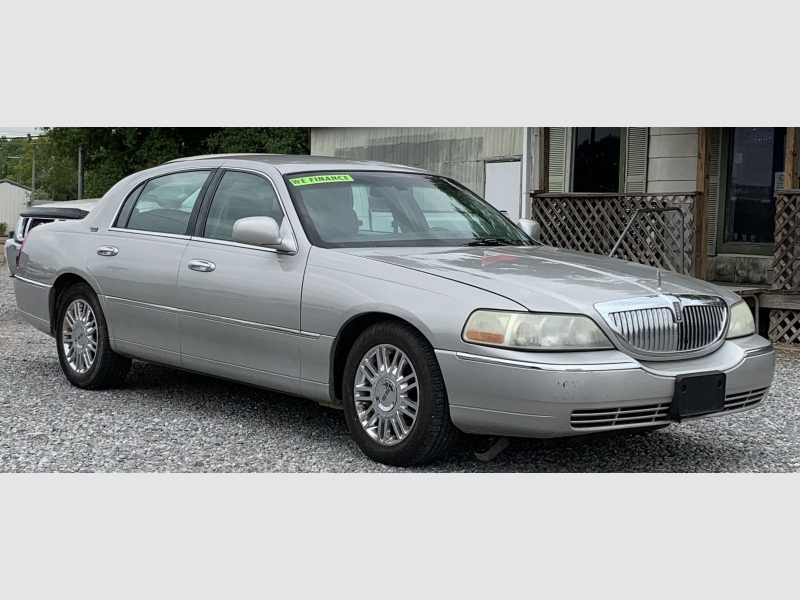 LINCOLN TOWN CAR 2006 price $7,895