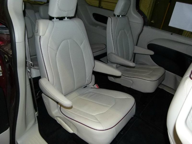 Chrysler Pacifica 2020 price $33,000