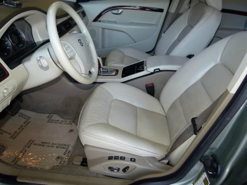 Volvo XC70 2008 price $7,000