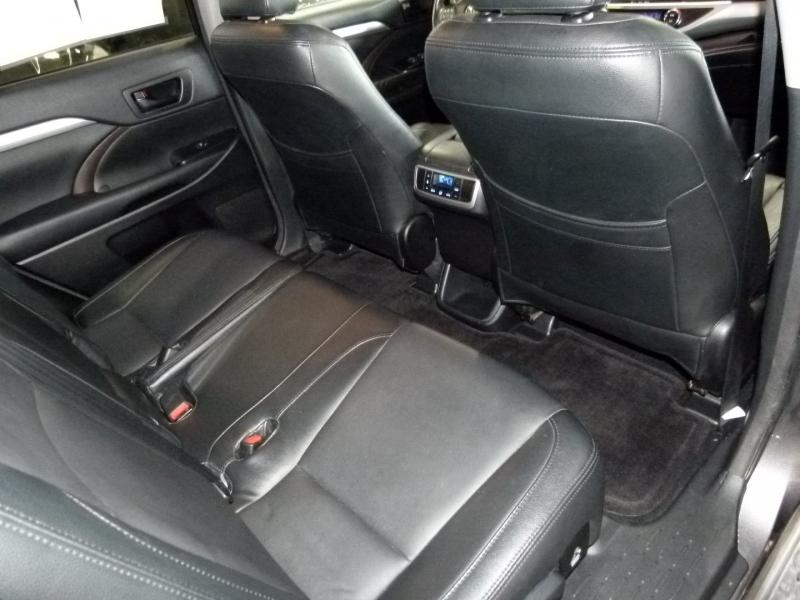 Toyota Highlander 2016 price $21,000