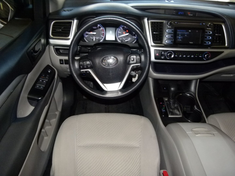 Toyota Highlander 2016 price $22,600