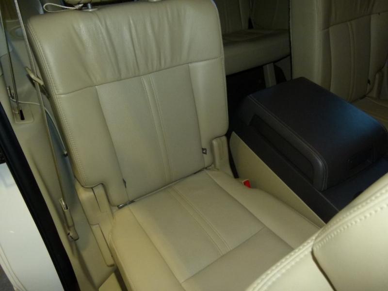 Lincoln Navigator 2015 price $29,400