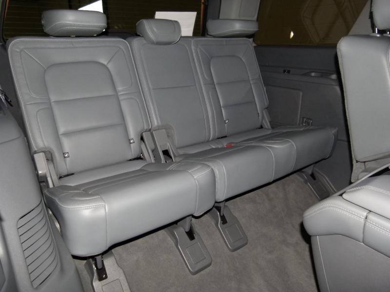 Lincoln Navigator 2019 price $68,800