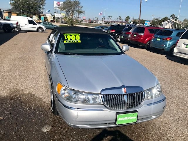 Lincoln Town Car 2002 price $7995/$900 Down