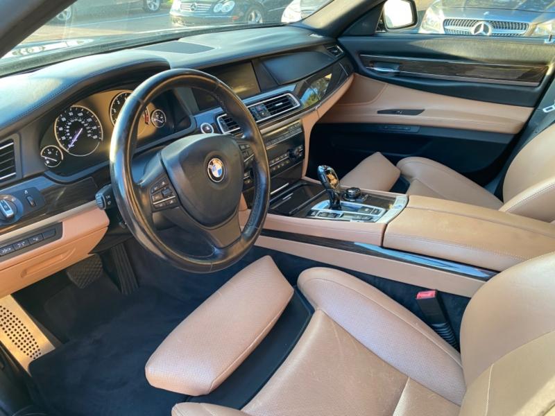 BMW 7-Series 2010 price $12,995