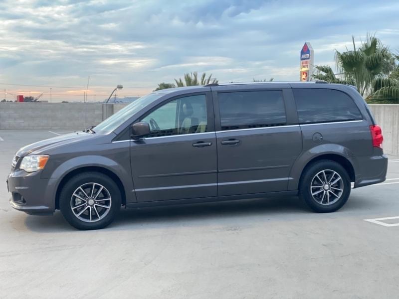 Dodge Grand Caravan 2017 price $12,995
