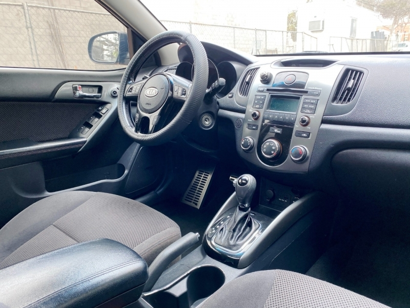 Kia Forte 5-Door 2013 price $5,900