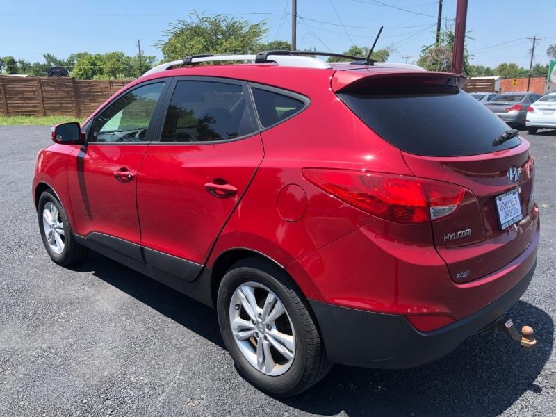 Hyundai Tucson 2012 price $7,995