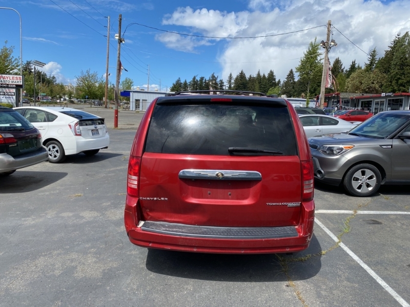 CHRYSLER TOWN & COUNTRY 2010 price $5,950