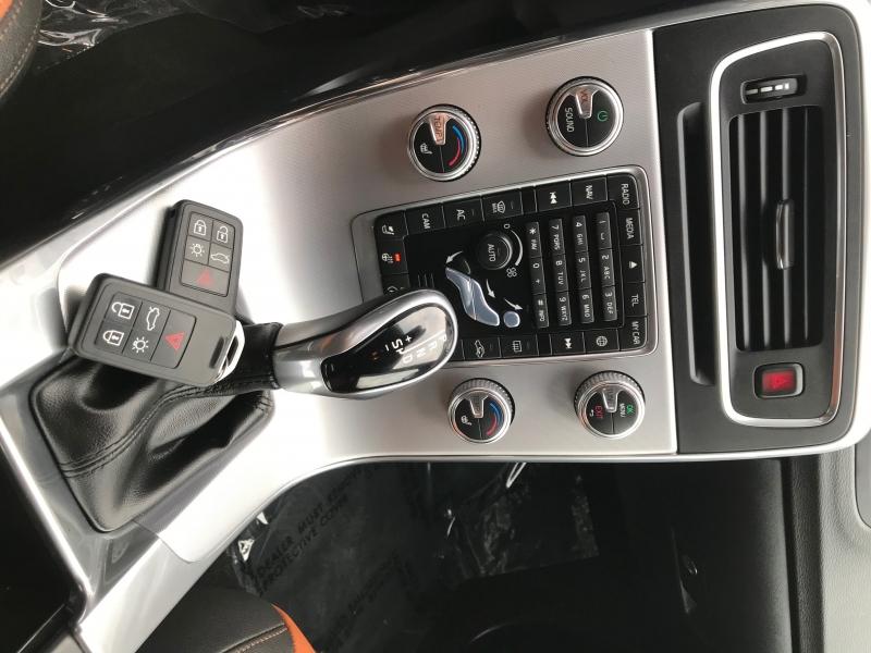 Volvo V60 Cross Country 2018 price $25,500