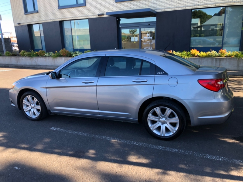 Chrysler 200 2013 price $6,900