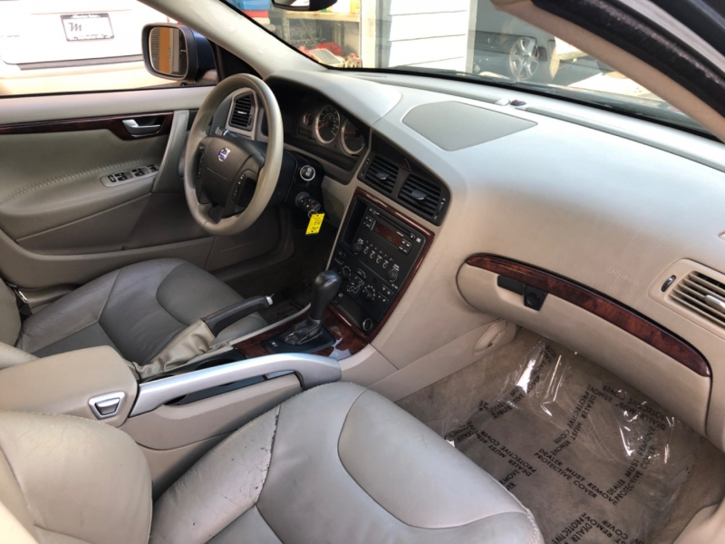 Volvo XC70 2007 price $6,900