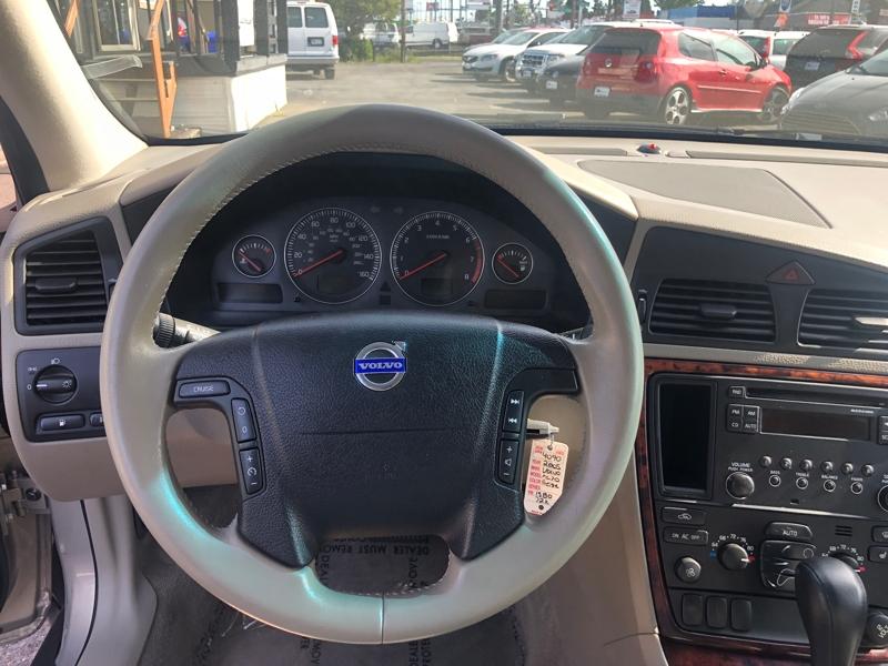 Volvo XC70 2005 price $8,900