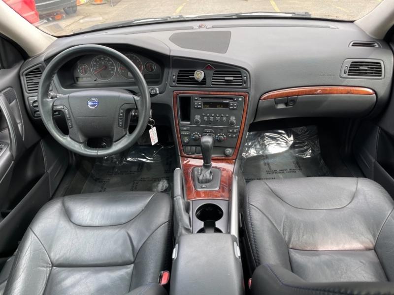 Volvo XC70 2005 price $7,500