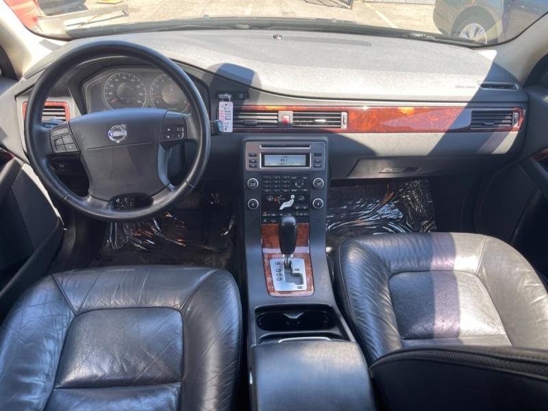 Volvo XC70 2008 price $9,900