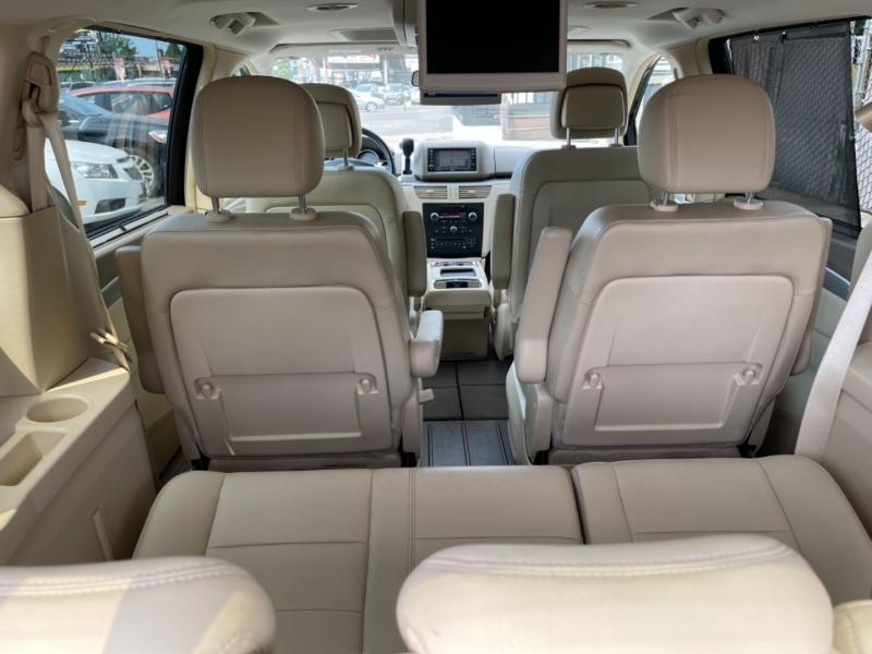Volkswagen Routan 2010 price $9,900